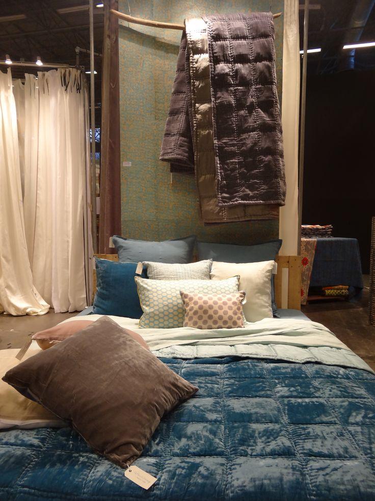 gallery of draps en lin et couvrelit hydro maison u objet le monde sauvage with couvre lit. Black Bedroom Furniture Sets. Home Design Ideas