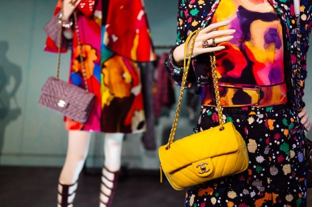Scopri con noi le 10 borse più belle della nuova collezione primavera/estate 2015 firmata dall\'iconico brand Chanel. Esplora tutte le novità più glamour.