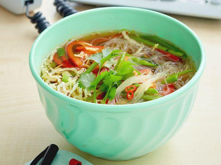Schlemmen für die schlanke Linie: Diese leichten Suppen sind schnell gemacht und haben maximal 200 kcal pro Portion.