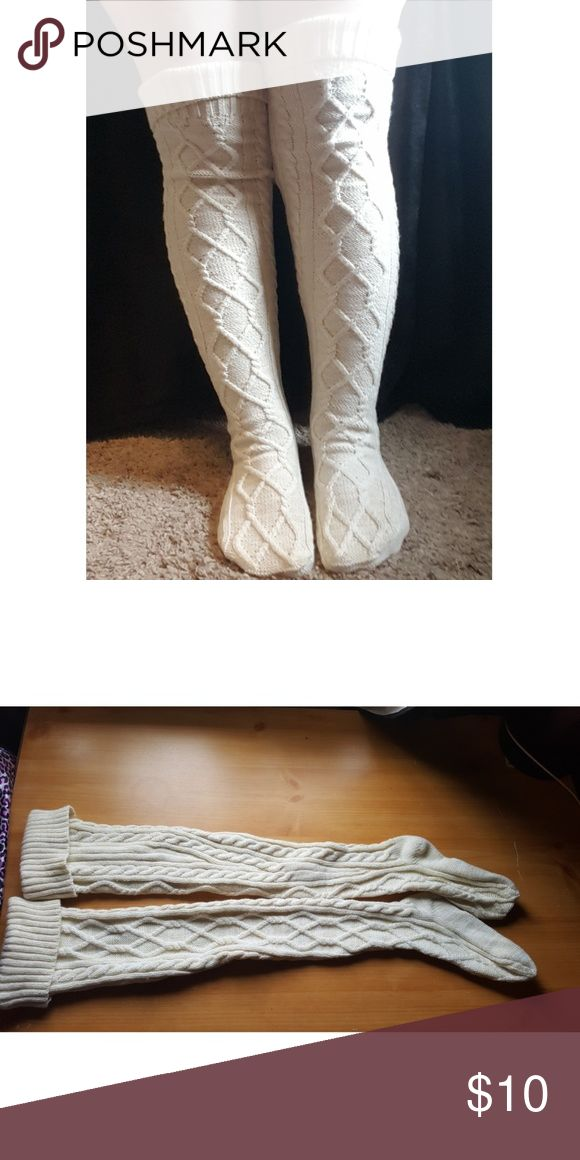 Torrid Knee High Knit Socks White cable knit socks from Torrid. Worn once. Super soft and warm, perfect for cold winter nights! Torrid Accessories Hosiery & Socks