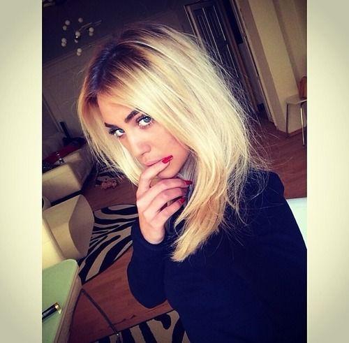 Loving the bleach blonde+dark roots look