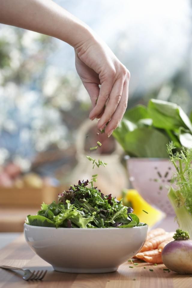 Best Foods For Healthy Skin: Kale Salad and Herbs  | #healthyskin