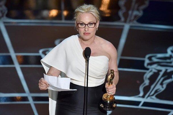 """<h3>Vrouwelijke bijrol:  Patricia Arquette </h3> <b>Film: BOYHOOD</b><br/><br/> <b>Dankwoord:</b> """"Aan elke vrouw die een belastingsbetaler op de wereld zet: het is tijd voor gelijke rechten voor vrouwen en gelijke verloning voor vrouwen."""""""
