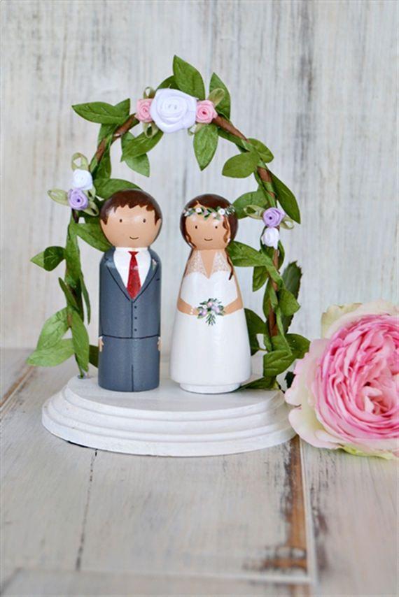 Figuras novios personalizadas con Arco de Flores// Topper Tarta nupcial //Muñecos madera personalizados pastel boda // regalo boda de handANAhada en Etsy