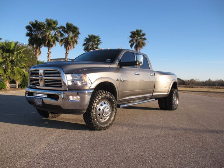 """2012 DODGE RAM 3500 DUALLY 4X4. 2.5"""" LIFT KIT FRONT AND REAR. 35X12.50X17 NITTO TRAIL GRAPPLER TIRES ON FACTORY WHEELS WITH 2.5"""" DUALLY SPACER."""