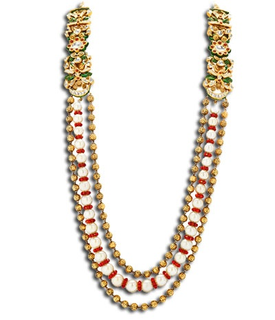 Wear this elegant kundan necklace and flaunt a unique style statement.