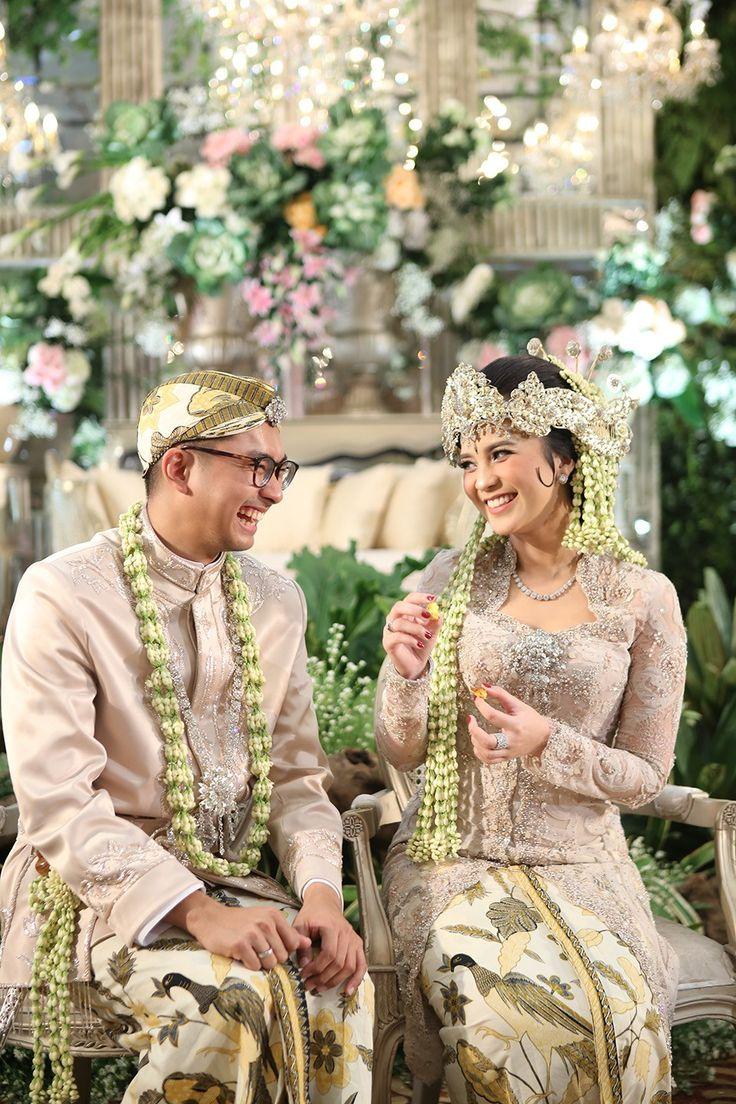 Pernikahan Adat Sunda dengan Nuansa Garden The Wedding