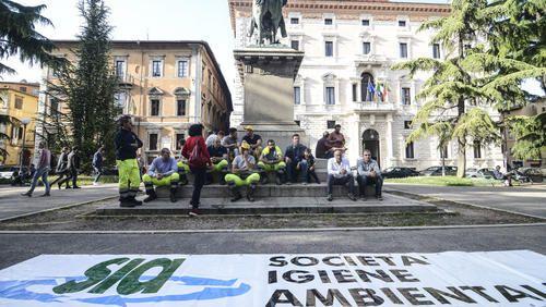 #Umbria: #Rifiuti svolta nel caso Sia: proroga fino a lunedì e voto giovedì mattina sul cambio dello Statuto da  (link: http://ift.tt/24LykPT )