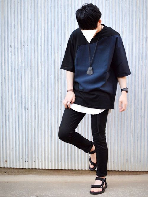 久しぶりにGUとUNIQLO以外で服を買った気がする… HAREのカットソーは黒とネイビーの組合せも