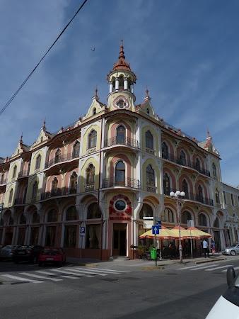 Oradea. Afla mai mult: http://www.imperatortravel.ro/2012/10/oradea-inca-un-oras-relativ-necunoscut-care-merita-mult-mult-mai-mult.html