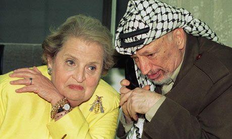 Laat je kleding of accessoires voor je spreken. Zo heeft de Amerikaanse oud-minister van Buitenlandse Zaken Madeline Albright tijdens haar imposante carrière veel baat gehad bij haar verzameling broches.