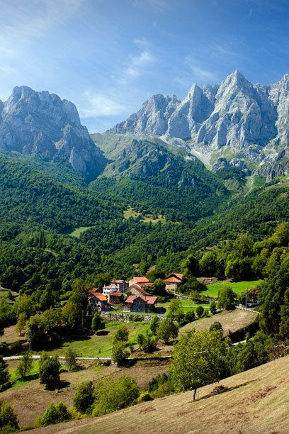 In Nordspanien locken die Picos de Europa, was übersetzt Gipfel von Europa bedeutet. Der Nationalpark ist der älteste des Landes – und einer der schönsten.