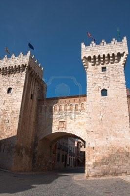 La puerta principal de las paredes de Daroca, Zaragoza (España)