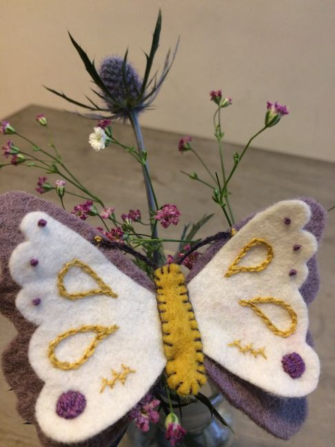 Here are the instructions and a pattern for making this felt butterfly. Spring craft!