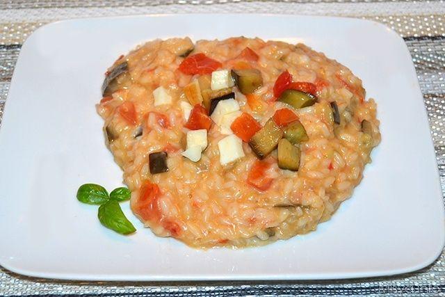 Buongiorno a tutti, la ricetta di oggi è quella del risotto con melanzane e scamorza, un primo èiatto che ho preparato qualche sera fa per cena, l'ho