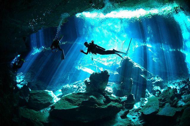 http://find-travel.jp/article/2876/3 30.セノーテ(メキシコ) プランクトンや微生物などの不純物がいないため、透明度が100mと半端ない水中洞窟(泉)。地上から差し込む光のカーテンがとても神秘的で感動します。水中写真の場所としても有名。