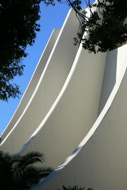 Beautiful form, great buttressing.(Nimeyer's casino in Madeira island)