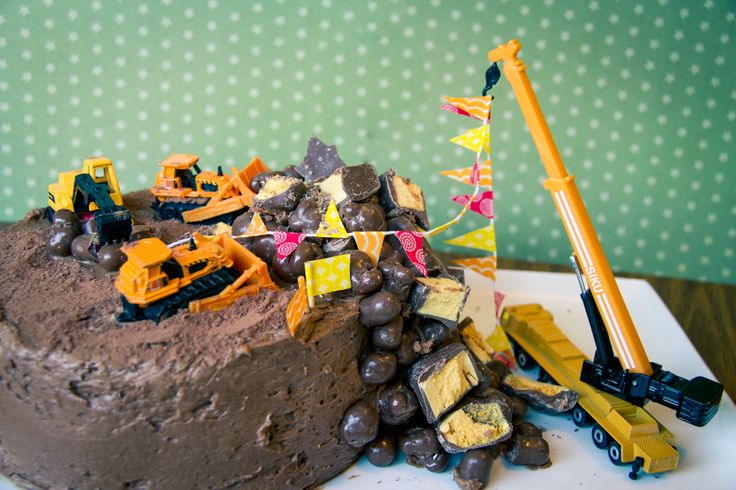 """Country Life Experiment: How To Make An Easy """"Demolition Site"""" Birthday Cake"""