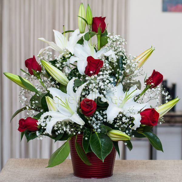 """Centro """"Elegant"""" rojo y blanco, preciosa composición de rosas rojas y liliums"""