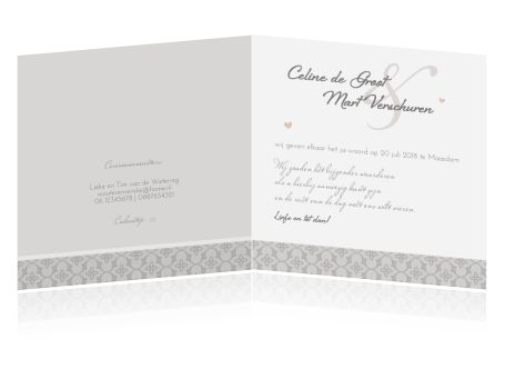 Een prachtige foto, klassiek kant en barok en een romantische strik. Een huwelijkskaart met prachtige elementen. Kies als papiersoort voor parelmoer met bijpassende envelop.