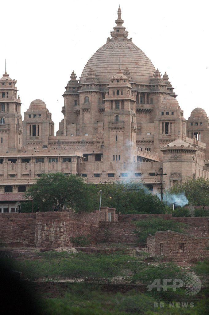 インド・ジョドプール Jodhpur जोधपुर での結婚式で上がる儀式の煙(2007年3月9日撮影、資料写真Files)。(c)AFP/RAVEENDRAN ▼18Feb2016AFP|結婚式の祝砲で花婿死亡、インド http://www.afpbb.com/articles/-/3077477