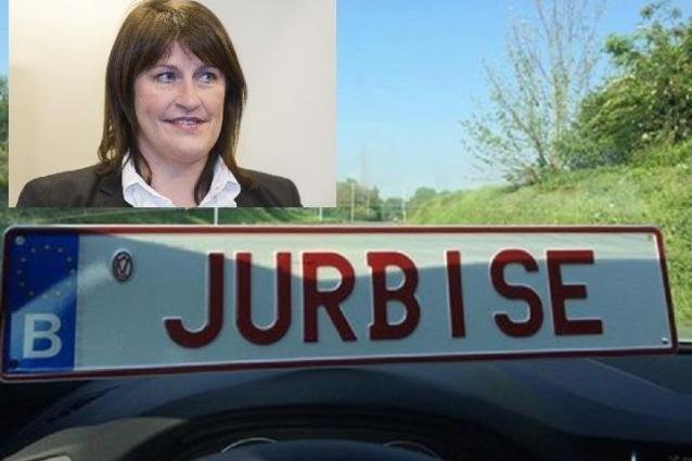 «Jurbise»: la plaque d'immatriculation personnalisée de Jacqueline Galant. - soirmag.be