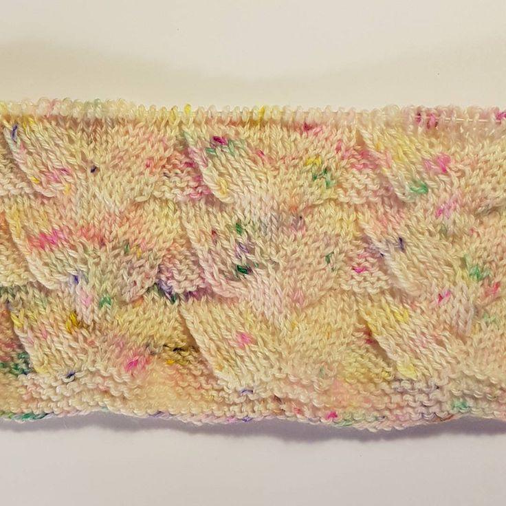 Test strik med nye håndfarvede merino garn.  #handdyedbycharlottespagner #handdyed #handdyedyarn #knitting #indiedyer #håndfarvetgarn #handdyersofinstagram