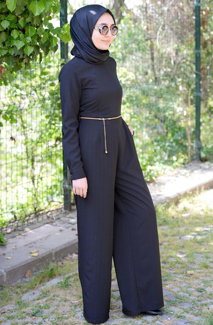 """Hulle Çıkarılabilir Kemer Detaylı Tulum 065 Siyah Sitemize """"Hulle Çıkarılabilir Kemer Detaylı Tulum 065 Siyah"""" tesettür elbise eklenmiştir. https://www.yenitesetturmodelleri.com/yeni-tesettur-modelleri-hulle-cikarilabilir-kemer-detayli-tulum-065-siyah/"""