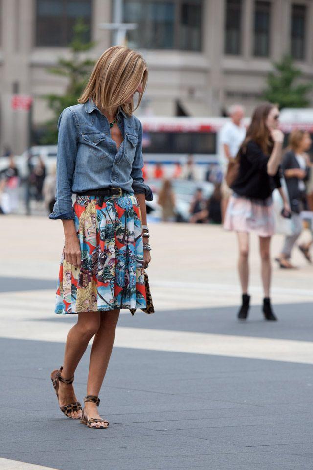 Denim shirt, colorful pleated skirt, Skirt length is great.