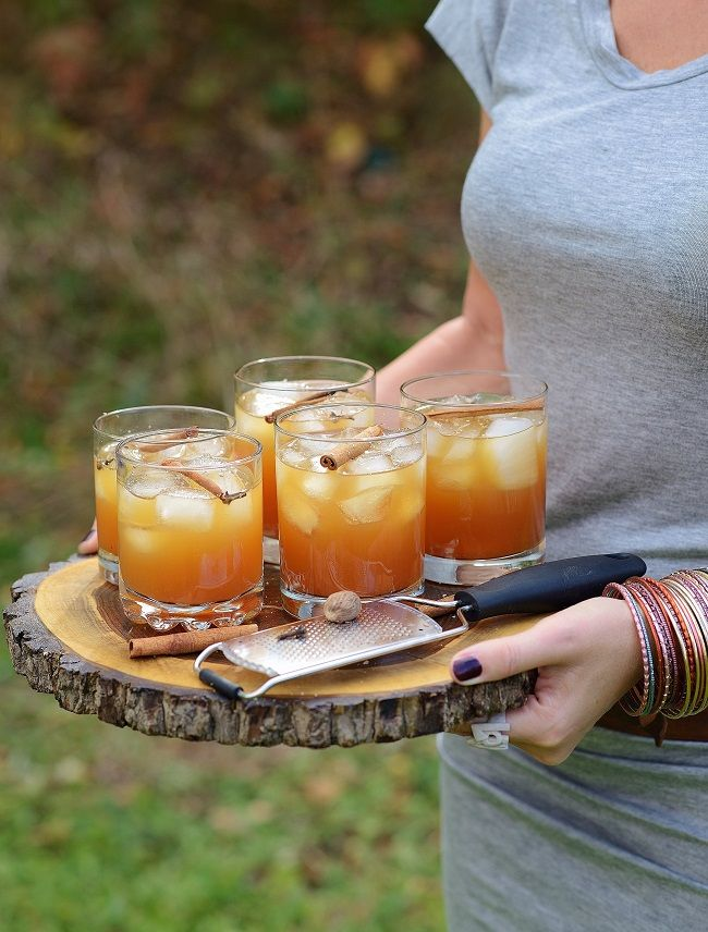 Autumn Crush 1.5 oz. spiced rum 2 oz. apple cider 2 oz. apple syrup 2 oz. hot chai tea, chilled 1 tsp. maple syrup 1/2 tsp. grated nutmeg 1/2 cinnamon stick 1 clove Add all the ingredients to a cocktail shaker filled with ice. Shake and chill. Strain into an ice-filled glass and garnish with an apple slice and piece of a cinnamon stick.