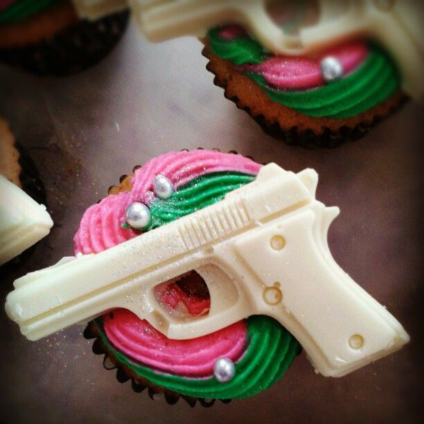 BangBang.. cupcake with chocolate gun