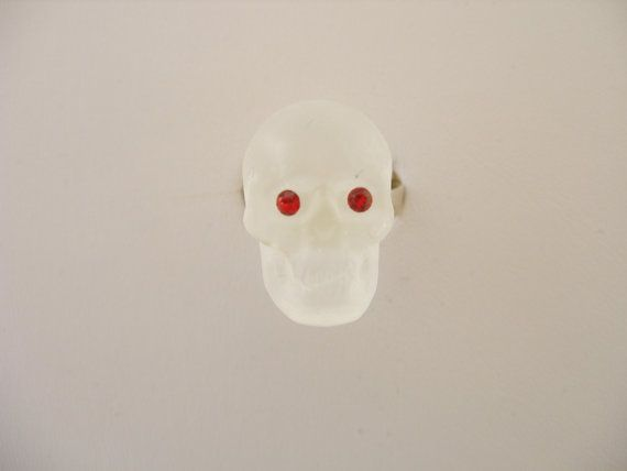 Murano Glass skull ring by GLBriflessi on Etsy, $26.00