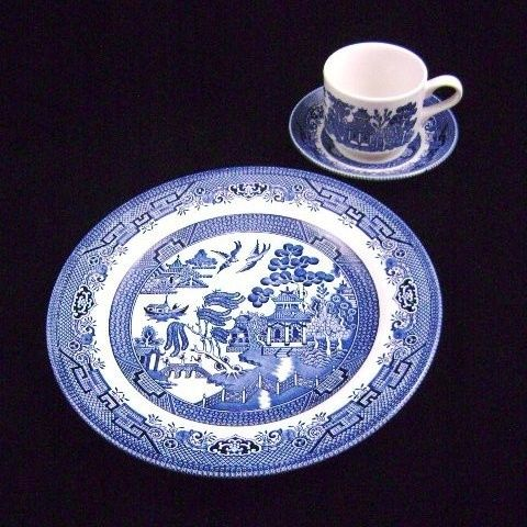 Classic Blue Willow Dinnerware...Josiah Spode's Design Characteristics of Willow Pattern China There are many copies of Willow Pattern available today. The defining characteristics of an authentic Willow Pattern design are the distinct elements of the Chinese scene depicted on the china. Look for three people crossing a bridge, a willow tree, a boat and a tea house. You will also notice the garden with two birds and a fence.