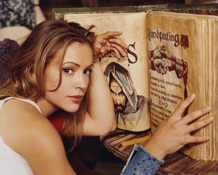 Phoebe Halliwell - Alyssa Milano  Charmed - Book of Shadows