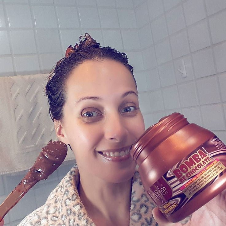 Hoje foi dia de NUTRIÇÃO do Cronograma Capilar. Testei a máscara Bomba de Chocolate da @foreverlissprofessional que eu ganhei durante a #CNB2017.  Ativos: extrato de cacau óleo de avelã e manteiga de karité.