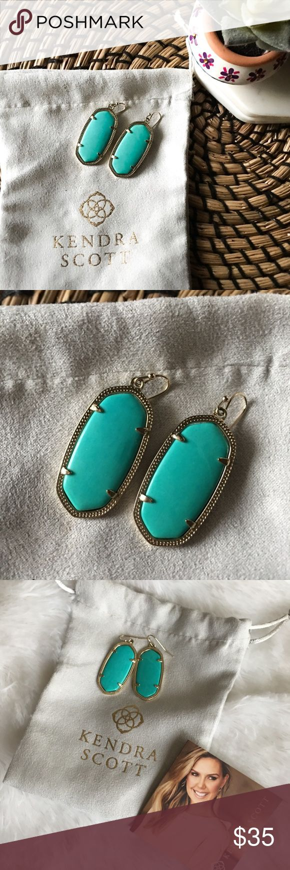 Kendra Scott Elle Earrings Really cute Kendra Scott Elle Earrings - has been used twice only. Will come with the pouch and care card. In excellent condition 💖 Kendra Scott Jewelry Earrings