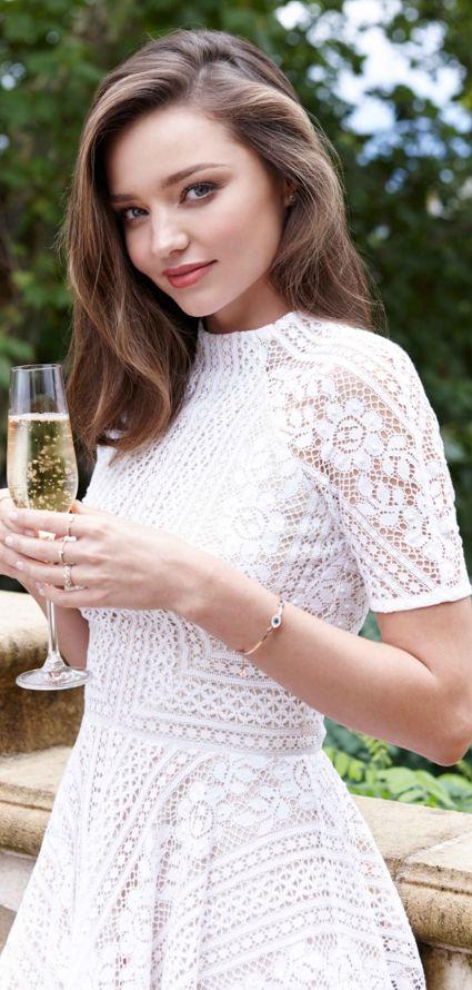 Who made  Miranda Kerr's jewelry and white short sleeve dress?
