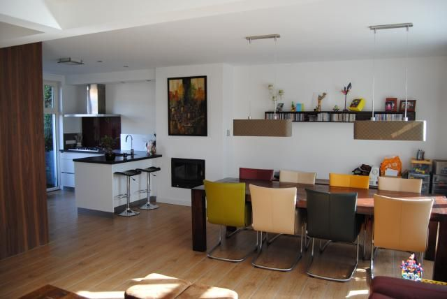Vb l vormige keuken houten vloer witte kastjes zwart blad new home mood board pinterest - Onderwerp deco design keuken ...