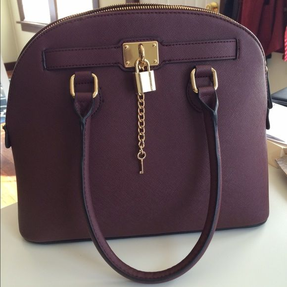 Aldo handbag Sophisticated look. Can go with fall or winter styles/tones. It does not come with a satchel. Color: Burgundy ALDO Bags Satchels