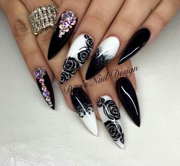 Negro + blanco + pedrería + encapsulado + brillos + mezcla + gliter + flores + mano alzada  @anyra_h❣️