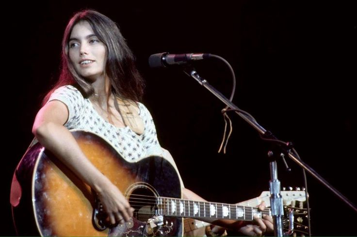 Im A chilean fans by Emmylou Harris , her music is evething to me , this pictures i  saw them on facebook , if is wrong to post these emmylou Pics just let me know ,,,   Peace