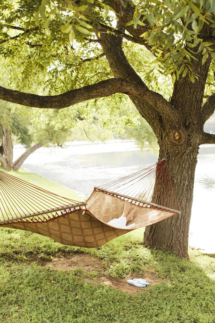 Don't you wish you were relaxing on a hammock next to a peaceful lake right now? Take your #dailydaydream to this relaxing escape in Lake Austin, #Texas.