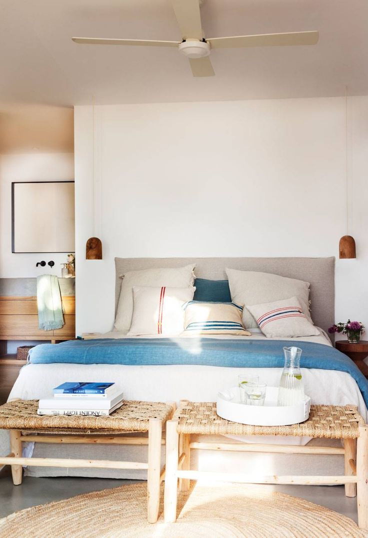 Cama pegada a la pared en 2019 dormitorios peque os y for Lamparas para apartamentos pequenos