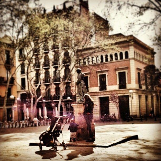 Plaça de la Virreina. Vil.la de Gràcia. Barcelona.