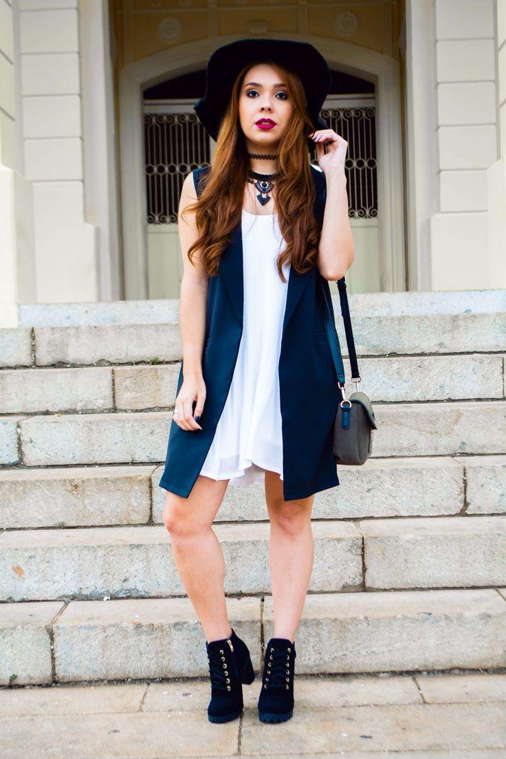 Look do Dia com Maxi Colete preto + Vestido branco e Ankle Boot Preta. Look com recebidos da Loja Dresslink. Bota e vestido  #ootd #lookdodia #boot #maxivest #maxicolete #girl #fashion #style #boho #bohemian #outfit #dress #vestidocombota #vestido