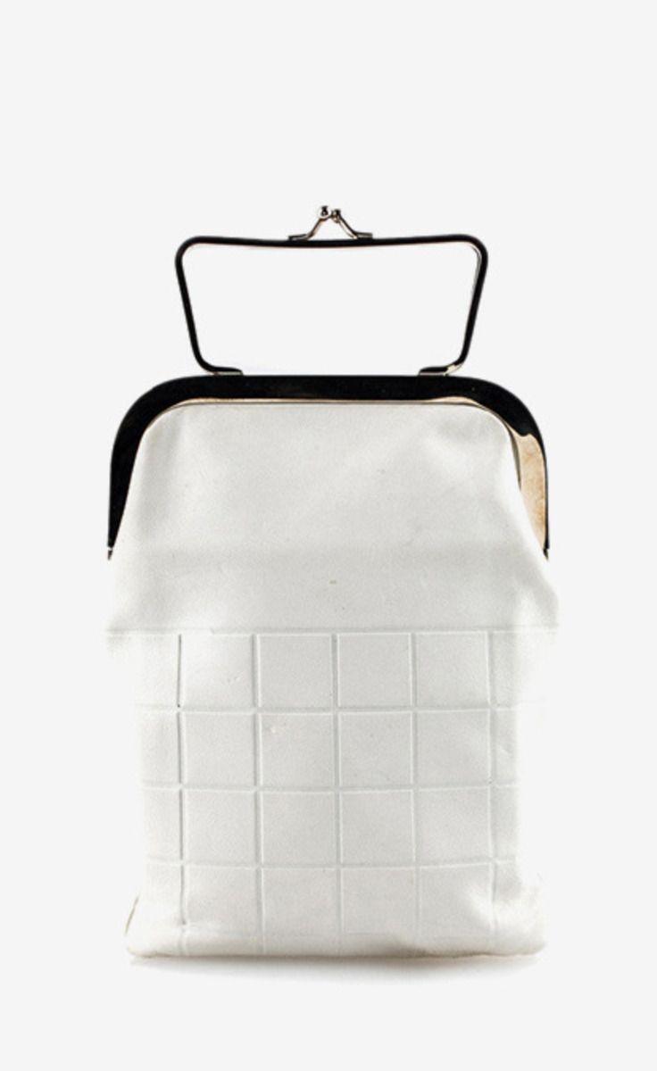 Chanel White Clutch | VAUNTE
