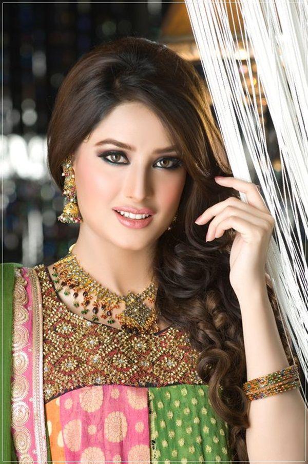 Mehwish Hayat makeup