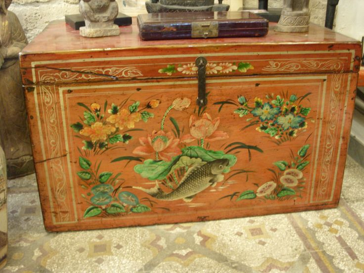 baule cinese dei primi 900 in lacca e bel dipinto