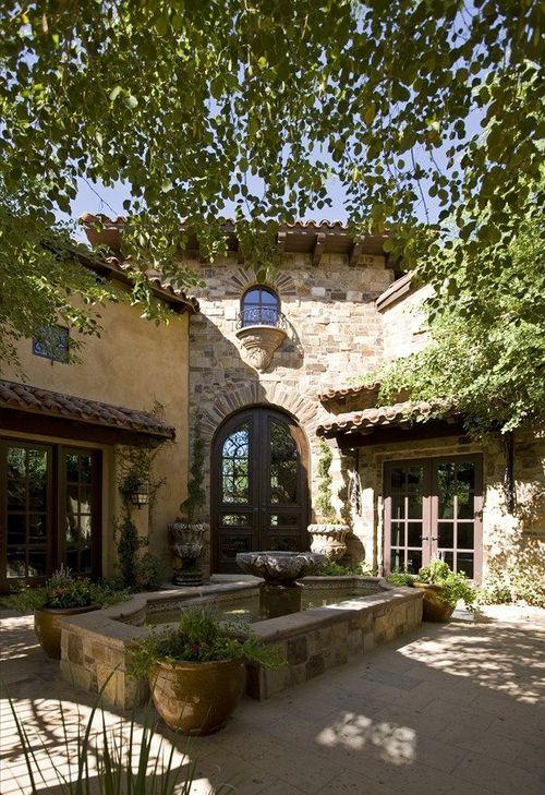 So gorgeous!!!  Perfect Mediterranean courtyard.
