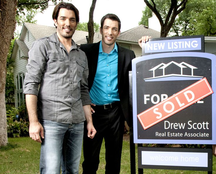 Vender para comprar,  un nuevo reality inmobiliario. Los hermanos Jonathan y Drew Scott, expertos en construcción y venta de inmuebles, se comprometen a ayudar a las parejas a encontrar, comprar, y transformar una casa de segunda mano en la casa de sus sueños.